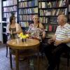 A Revue svetovej literatúry magyar számának pozsonyi bemutatója, 2010. július, az összeállítók: Gabriela Magová és Deák Renáta Grendel Lajossal