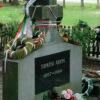 Tamási Áron sírjánál