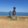 Egy mapuche és húsvét szigeteki szobor Valparaisoban