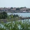 a sziget és a kikötő a túlsó partról