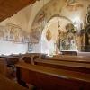 A templom belső képe a diadalívre áthúzódó képsorral