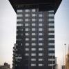 Egy újabb érdekes épület, a két kék fénycsík nagyon mutatós az esti órákban