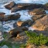 A köveket szakadatlanul mossák a hullámok
