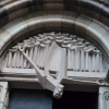 Egy templom kapuja - modern ötvözése a régivel