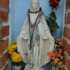 Szűz Máriára akasztott számtalan olvasó