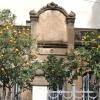 Carrer:  A narancsfa gyakori tartozéka a város utcáinak, de ez előtt a ház előtt citromfát is leltünk.