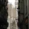 Eslesia:  A kis sikátorok, néhol templomok tereire torkolnak.