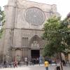 Eslesia: A 14.sz-i Santa Maria del Pi a legnagyobb katalán katedrálisok egyike. Két szomszédos terén minden hónap első hétvégéjén művészpiacot rendeznek.