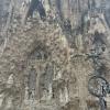 Sagrada_familia: A Születés Kapuja keleten nyílik és nagyrészt még Gaudí életében készült. Homlokzata részletgazdagon ábrázolja Jézus születését, és a klasszikus katalán építészetet idézi.