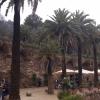 Guell_park: Güell park - A kert Antoni Gaudí tervei alapján épült 1900 és 1914 között. A kert névadója, Eusebi de Güell eredeti elgondolása alapján egy parkos kertvárosi városrész kialakításával bízta meg Gaudít, ám az épületek közül csak kettő készült el.