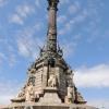 Port: A La Rambla végén a tengerparton egy 60 méter magas öntöttvas oszlop tetején áll Kolombusz Kristóf szobra melyet az 1493-as hazatérésének emlékére állítottak 1888-ban.